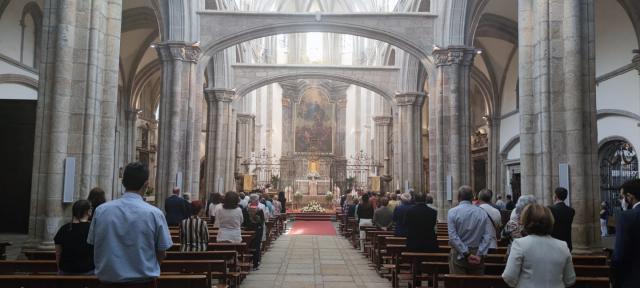 Se celebra la misa y procesión del Corpus Christi en La Colegial