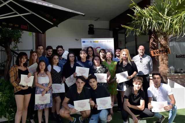 16 jóvenes se forman como como auxiliar de camarero