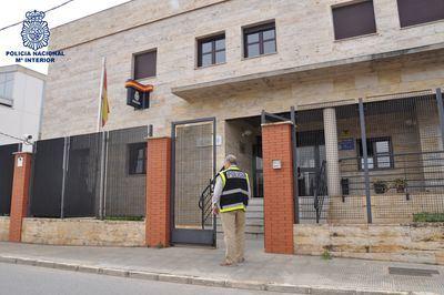 La Policía Nacional detiene al autor de un tirón que abordó a la víctima a la salida de un cajero