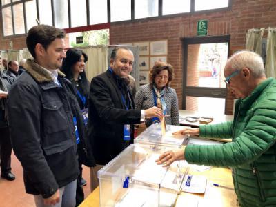 Los candidatos talaveranos del PP madrugan para votar