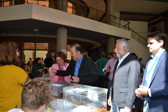 Gregorio ejerce su derecho al voto en Talavera de la Reina
