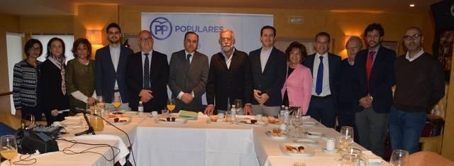 José Julián Gregorio acompañado por miembros de la Ejecutiva del PP provincial