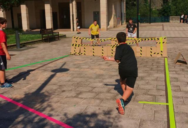 DEPORTES | Guía pionera para fomentar la práctica deportiva en la calle utilizando materiales reciclados
