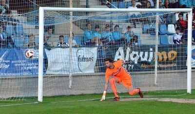 Gianni realizó dos excelentes intervenciones en la primera parte, cuando más achuchó el equipo local