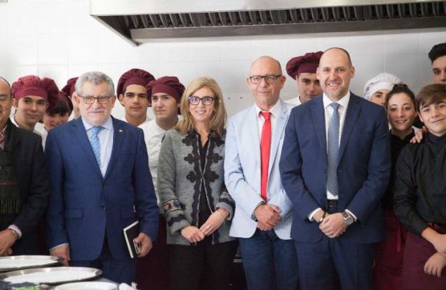El delegado de la Junta en Talavera de la Reina, David Gómez Arroyo junto al consejero de Educación, Ángel Felpeto