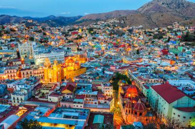Se trata de una exposición de fotografías, artesanía y degustación de productos típicos mexicanos abierta a toda la ciudadanía