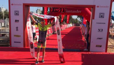Fernando Alarza consigue el triplete en el 'Barcelona Triathlon'