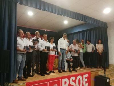 El PSOE de Montesclaros rinde homenaje a los concejales de la democracia