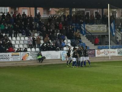 Los jugadores del CF Talavera celebran el gol de Jorge