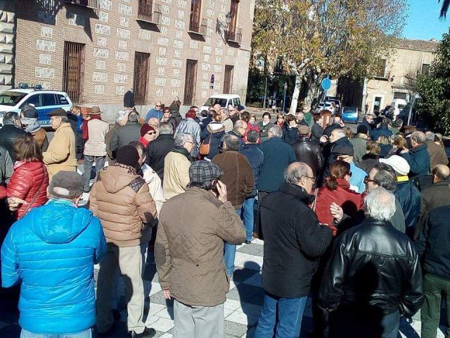 Jubilados de Talavera se concentran ante el Ayuntamiento para reclamar pensiones dignas