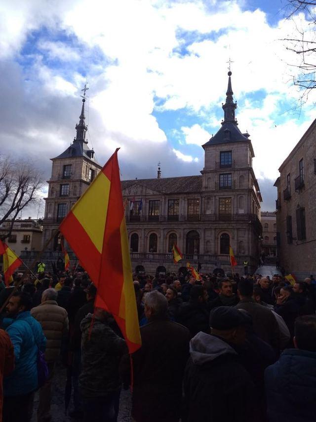 """Unas 2.000 personas reclaman en Toledo """"justicia salarial"""" para policías y guardias civiles"""