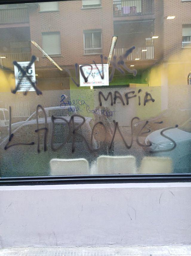 Amanece repleta de pintadas la sede de XTalavera