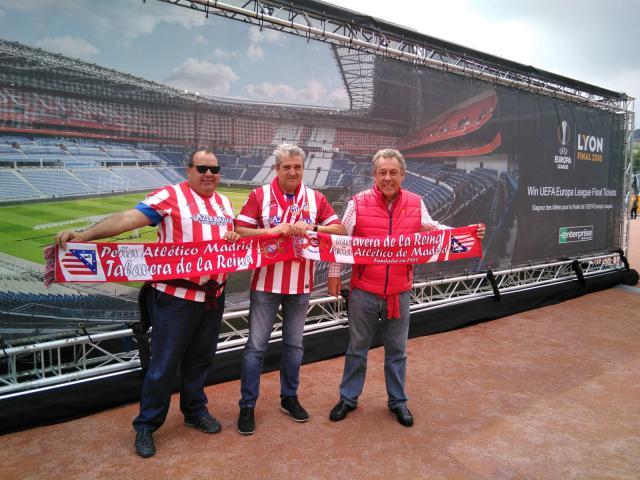 Miembros del aPeña del Atlético de Madrid en Lyon
