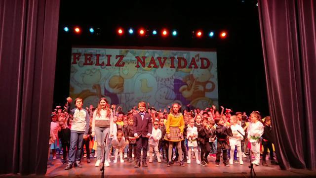 El Colegio San Ildefonso celebró 'una Navidad de película' en el Palenque (fotos)