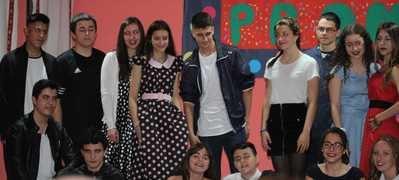 El Colegio Rafael Morales recrea el musical Grease con actores de 4º de la ESO