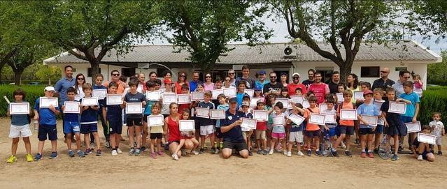 Finaliza el curso para las escuelas de tenis locales