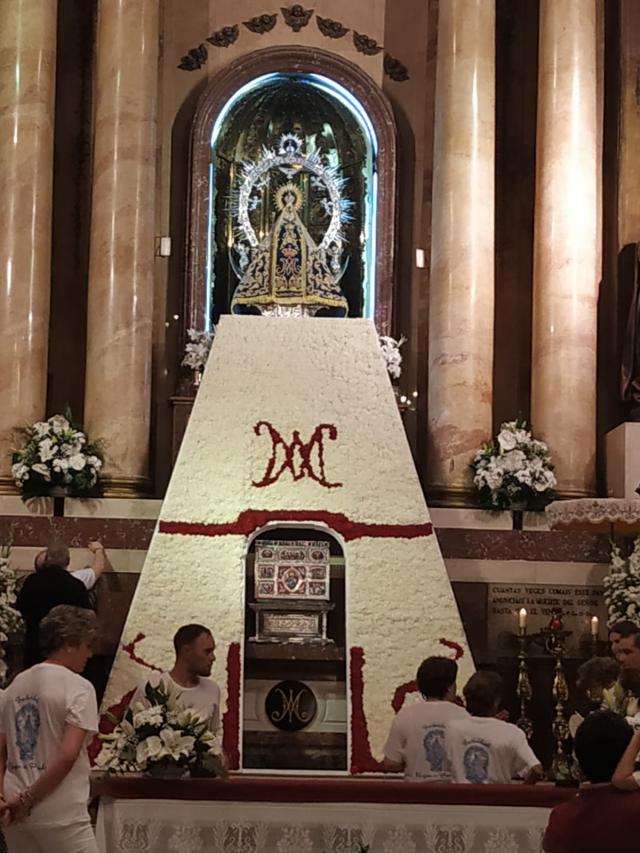 La Virgen del Prado ya tiene su manto de flores