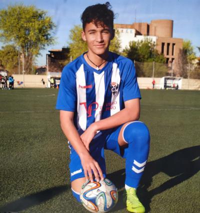 Valen firma por el UD Almería