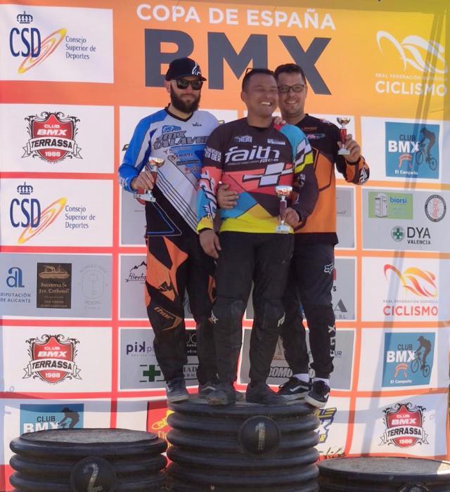 Tres platas y dos bronces, para los componentes del club BMX TALAVERA