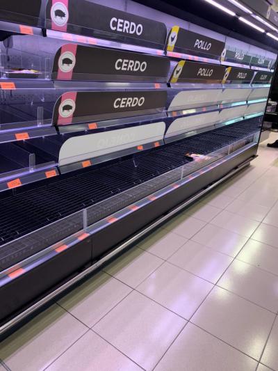CORONAVIRUS   Estanterías vacías en supermercados de Madrid por miedo