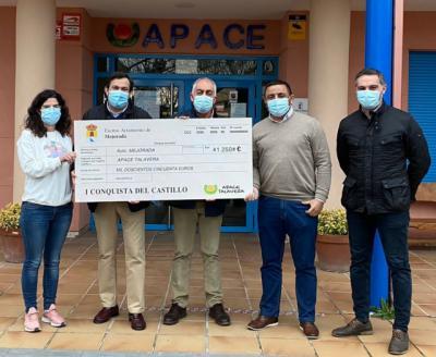 MEJORADA | El Ayuntamiento entrega un cheque solidario a APACE Talavera