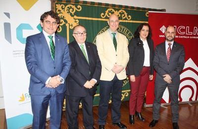 De I. a D. Miguel Ángel Escalante, Gregorio Gómez, Vicente Muñoz, Fátima Guadamillas y Mario Donate