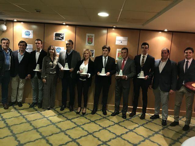 El Club Taurino Talaverano premia como mejor torero a Enrique Ponce