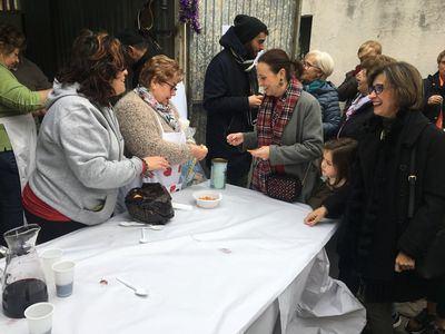 Multitudinaria celebración de las 'Migas Solidarias' del barrio de El Carmen