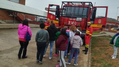 El colegio CRA Villas del Tajo de Puente celebra su II Jornada de Vehículos de Emergencia