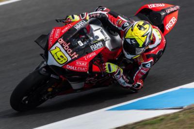 Álvaro Bautista arrasa en la pretemporada del Mundial de superbikes