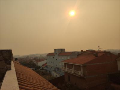 El humo del incendio de Navalacruz llega a la comarca de Talavera: Montesclaros, Segurilla...
