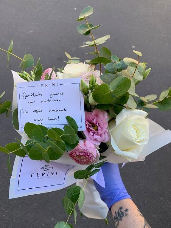 CORONAVIRUS   Ramos de rosas para nuestros héroes