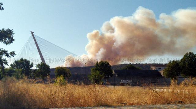 INCENDIO | Aparatosa columna de humo en Las Herencias divisada desde Talavera