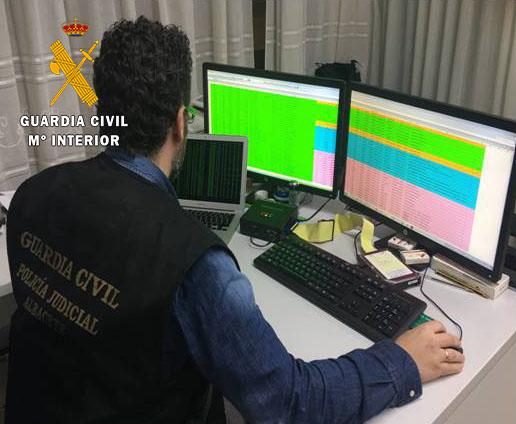 La Guardia Civil detiene a tres personas por 125 delitos contra empresas de 10 países de la Unión Europea