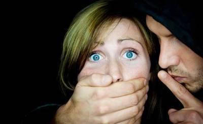 Se enfrenta a más de 20 años por violación, detención ilegal y maltrato