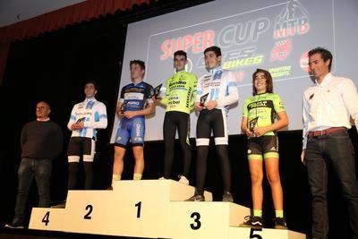 Reconocimiento a nuestros ciclistas en Villa del Prado