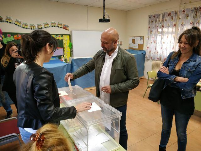 José García Molina, Secretario General de Podemos CLM, ha votado en Talavera de la Reina