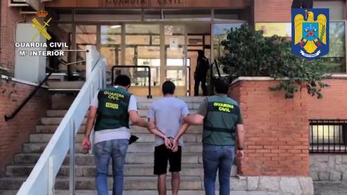 El detenido es conducido a comisaría.