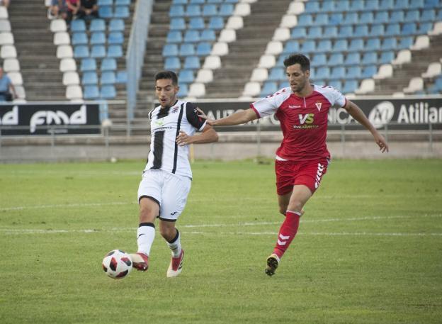 El jugador con la camiseta del CD Badajoz