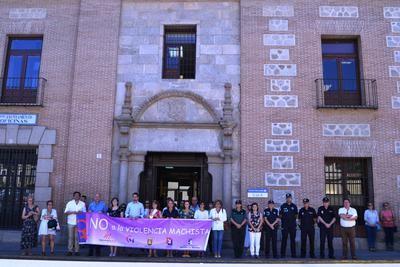 El Ayuntamiento de Talavera guarda un minuto de silencio por las nueve mujeres asesinadas