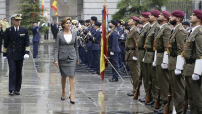 Cospedal pasa revista a las tropas como ministra de Defensa