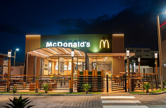 MEDIO AMBIENTE   McDonald's retira las tapas y cubiertos de plástico de todos sus restaurantes de España
