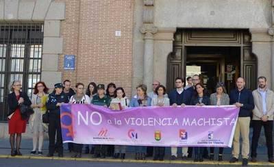 Minuto de silencio por las cuatro últimas víctimas de violencia género