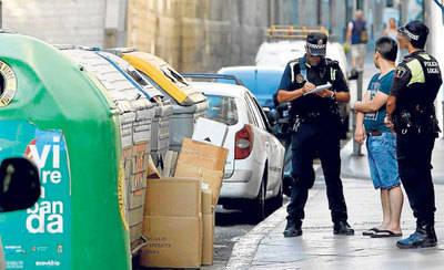 300 euros de multa por tirar la basura fuera del horario permitido