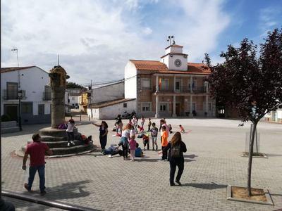 250 escolares del CRA Ribera del Guadyerbas participan en una gymkana de juegos tradicionales