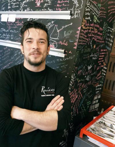 Carlos Maldonado en su restaurante 'Raíces'