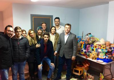 NNGG Santa Olalla recoge 350 juguetes con el Torneo Solidario de Fútbol Sala y Baloncesto