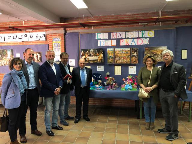Javier Sierra inaugura en el IES Puerta de Cuartos la exposición sobre el II Centenario del Museo del Prado