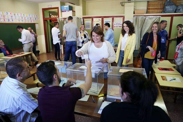 Tita García vota con esperanza y pide a los talaveranos que participen en este día de ilusión