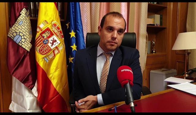 El presidente de las cortes regionales.